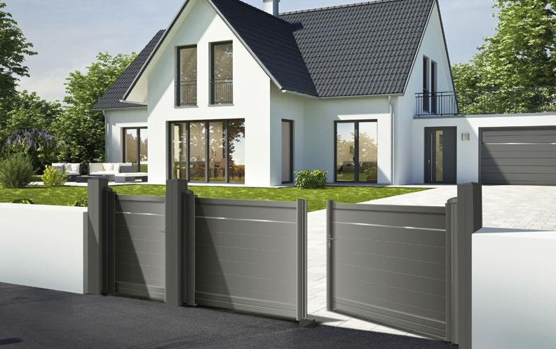Modèle AUSTRU. Portail en aluminium, gamme contemporaine. Teinte présentée : gris quartz RAL 7039 givré.